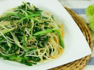 好吃又简单的清爽小炒,5分钟搞定,这道韭菜炒豆芽,初学者必学的一道菜哦~