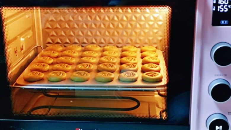 黑芝麻核桃饼干,上管160度,下管155度烤22-25分钟。(具体时间及温度还要根据自家烤箱性能来定)