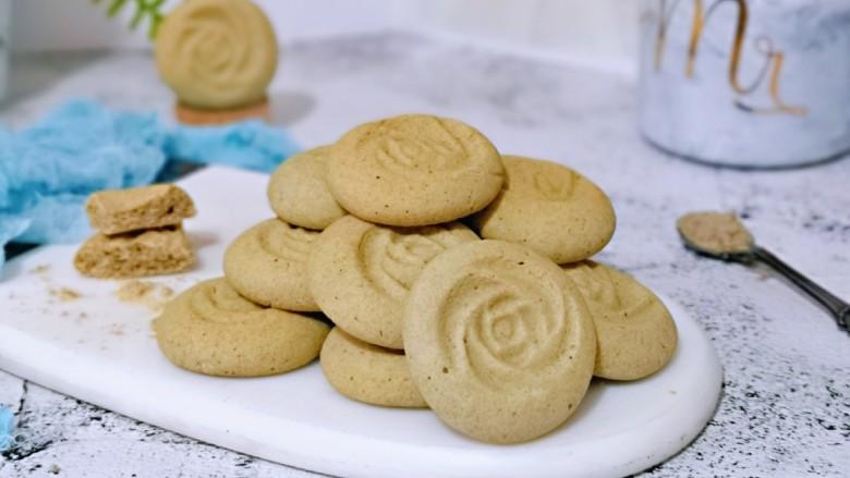 黑芝麻核桃饼干,酥的掉渣渣饼干自己做,健康无添加。