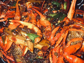 在家做麻辣小龙虾很简单,干净卫生又美味,50块钱吃到撑!