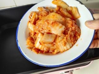 家常韩式部队锅,锅里放辣白菜