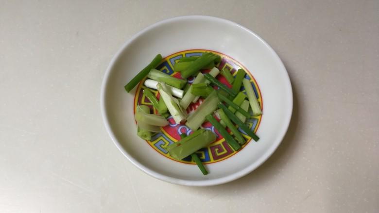 西葫芦香干,葱切段
