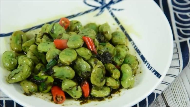 一不留神就错过了吃蚕豆的最佳时节,且吃切珍惜,『食材』  蚕豆/橄榄菜 小米椒/盐/糖/葱