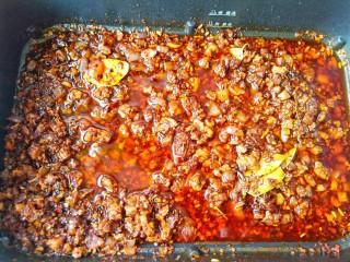万能酱料【香辣牛肉酱】,静置晾透可以装瓶冷藏。