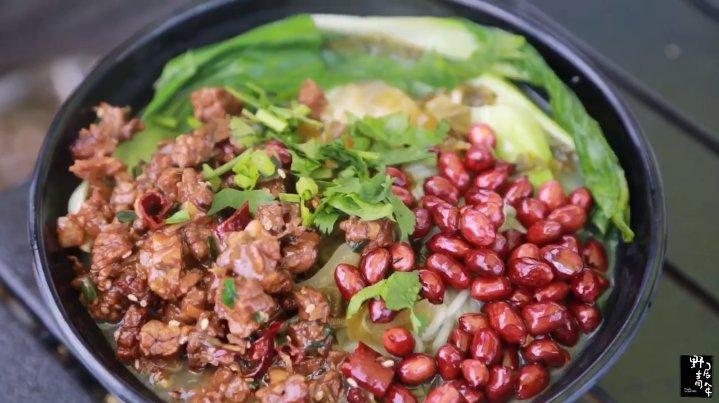 香格里拉的牦牛偷走了我們的韭菜,我們趕緊吃碗牛肉米線壓壓驚