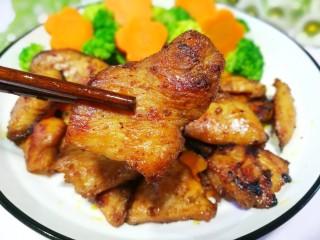 蜜汁香煎鸡胸肉,来,让我们一起边吃肉边减肥,这个夏天瘦成一道闪电吧~