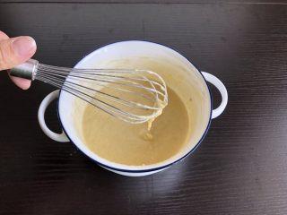 香蕉蛋饼,搅拌成无颗粒的浓稠面糊