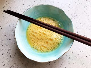 虫草花黄瓜鸡蛋汤,搅拌均匀,备用