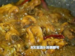 快手下饭菜,简单好吃,加入适量清水烧开转小火煮15分钟。 大火至汤汁浓稠即可。