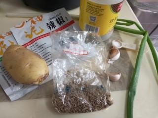 香辣孜然土豆丁,准备原料