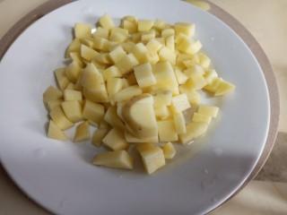 香辣孜然土豆丁,切丁