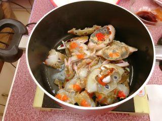 年糕蟹煲,放入三点蟹。