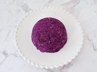 酸奶紫薯泥,倒扣在盤子