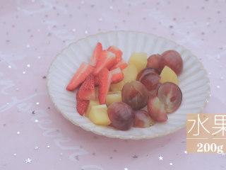 一周7天不重样的藜麦吃法「厨娘物语」,[藜麦水果酸奶] 准备好提子、猕猴桃、草莓、西柚等水果切块备用,可以按照自己的喜爱选择水果哦~