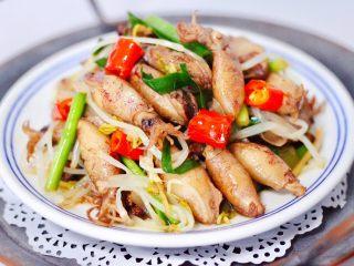 海兔绿豆芽小炒,营养丰富又健康美味的小炒出锅咯,绝好的下酒菜,更是绝对的下饭菜,百吃不厌。
