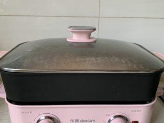 番茄浓汤烩饭,盖盖子焖煮2-3分钟