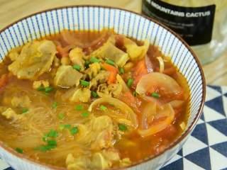 面前摆着这碗汤,确定不多添一碗饭吗,浓郁风味的番茄咖喱肥牛粉丝汤,你心动了么?