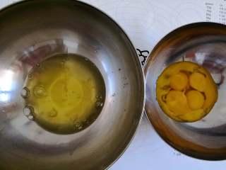 海洋芭比蛋糕,蛋白蛋黄分开,蛋白打入无油无水的盆中