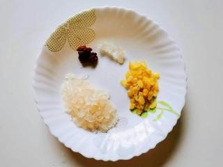 喝一碗抵过敷十张面膜,养颜美容的平价燕窝,备好材料。