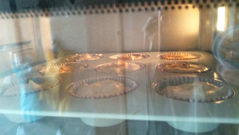 肉松小贝杯子蛋糕,烤箱170度