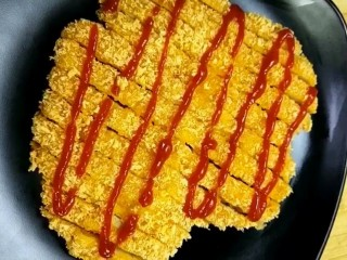 自制炸鸡排,挤上番茄酱美食做好