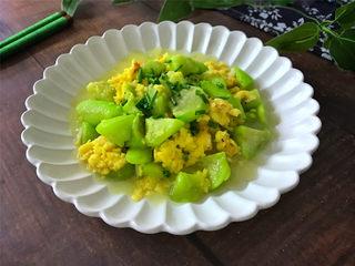 虾皮鸡蛋丝瓜,鲜美,清淡,低脂营养的虾皮鸡蛋丝瓜,老少都适合的一道菜。