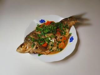 胡萝卜烧鳊鱼,出锅盛盘