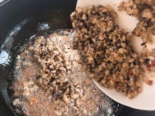 自制香菇酱,加入香菇碎