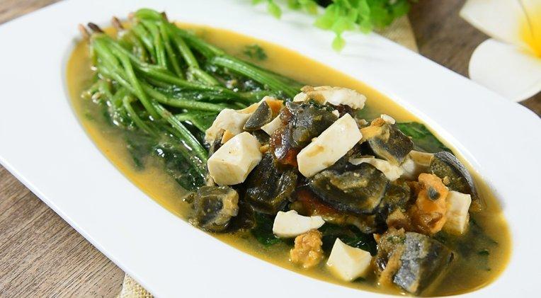 菠菜怎么做最有营养?炒的时候加个皮蛋,口味一绝!