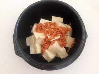 砂锅豆腐汆羊肉,加入干虾仁