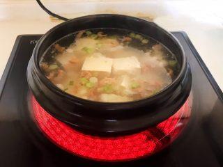 砂锅豆腐汆羊肉,大火烧开后煮20分钟