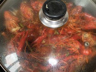 蒜香麻辣小龙虾,等待中 剩余5分钟放土豆