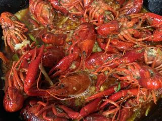 蒜香麻辣小龙虾,25分钟后出锅