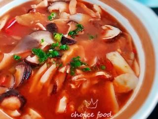 香辣花甲杂菌汤煲,鲜香爽口