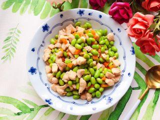 胡萝卜毛豆炒鸡丁