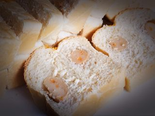 芝士鱼肠面包