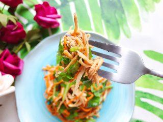 虫草花芝麻菜拌鸡丝,超级好吃有营养