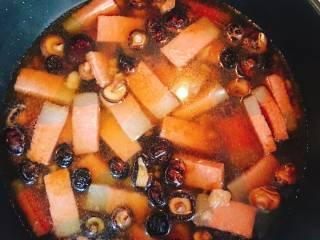 什么都来点的台式素粽,加水拌炒。