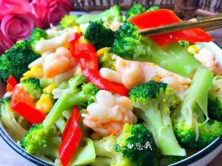 虾仁炒西兰花,美味的虾仁炒西兰花做好了,解馋又减脂,喜欢的小仙女赶紧做起来吧!
