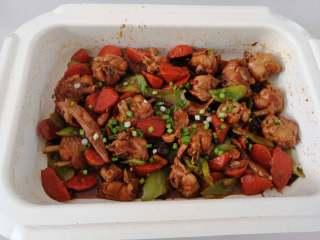 土匪鸡翅,最后临出锅时撒少许小香葱