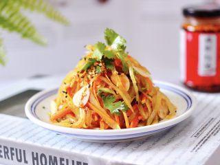 红油拌莴苣,绝对的下饭菜和下酒菜。
