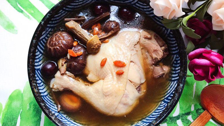 姬松茸茶树菇鸡汤