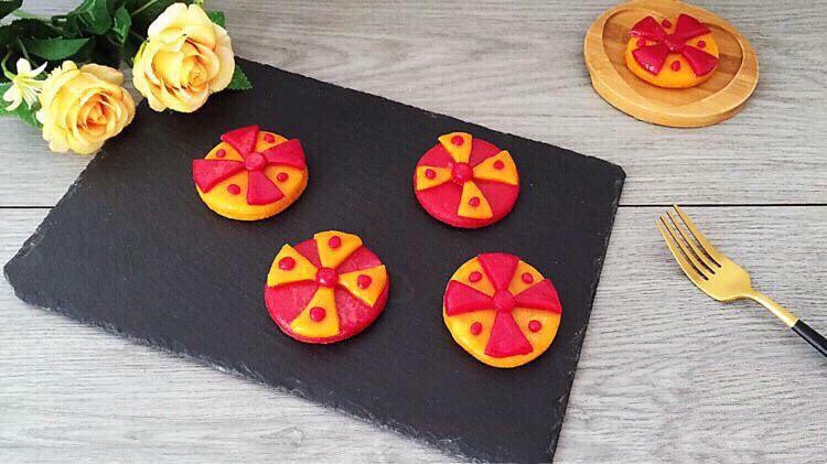 不一样的撞色糯米饼,双色糯米饼出锅,颜色看着特别艳丽好看呢!