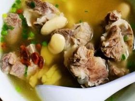 这碗营养丰富还减脂的清汤筒骨面,味道鲜美还省时,10分钟搞定它