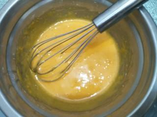 拉花半熟芝士蛋糕,搅拌均匀。