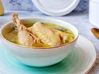 香菇土鸡汤,快来尝尝吧!汤鲜味美,营养丰富。