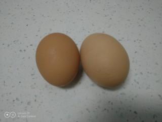 蒸长豆角,鸡蛋准备好。
