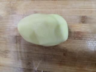 青椒土豆丝,土豆去皮,洗干净