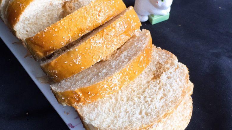 肉松面包,切片就可以品尝了。