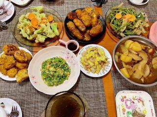 香酥面包糠炸鸡翅,端午节大餐,炸鸡翅放在桌子上颜值高,大人孩子都爱吃。